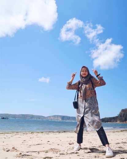 7 Tips Padu Padan Style Hijab Ke Pantai Gotomalls