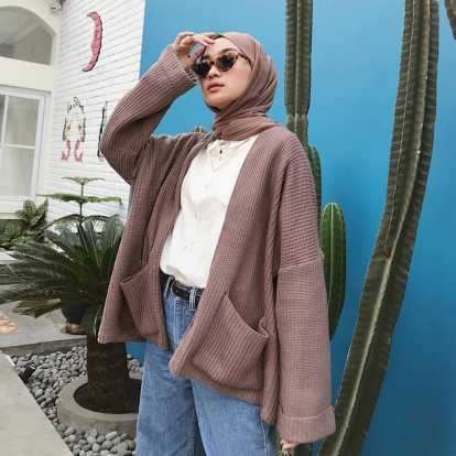 7 Model OOTD Cardigan Rajut Oversized Hijaber Terbaru 2021 - Gotomalls